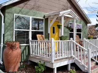 Comforts of Home Inside & Out - Downtown Alameda Historic District
