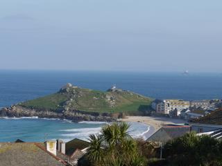 St Ives house overlooking the sea and Porthmeor Beach, sunny private courtyard