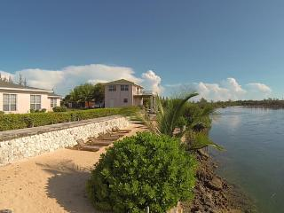 Lovely Bed&Breakfast North Andros Bahamas, POOL!