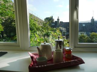 CASTLEVIEW COTTAGE - FABULOUS VIEWS & FREE WIFI