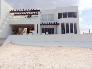 Casa Menrique's, Progreso