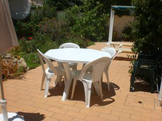 A PEACEFUL GARDEN APARTMENT IN CARVOEIRO, ALGARVE, Carvoeiro