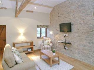 LONGBARN COTTAGE ONE, Llandovery