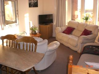 Sea-Cote Holiday Apartment 1(FAMILY NOT 4 ADULTS), Blackpool