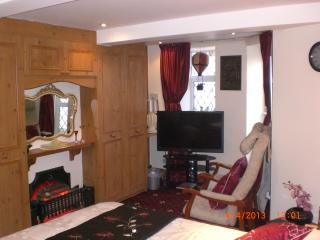 Sea-Cote Holiday Apartment 6( SUITABLE FOR COUPLE), Blackpool