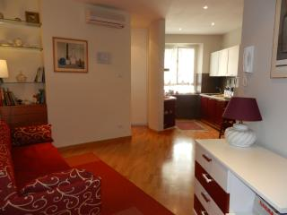 STRATEGIC LOCATION FEW STEPS TO COLOSSEUM EQUIPPED APARTM/WIFI CLEANING INCLUDED