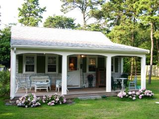 Quintessential Cape Cod Cottage, West Yarmouth