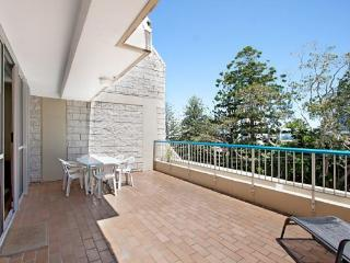 Border Terrace Unit 4 - large apartment walk to beaches and clubs