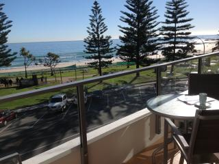 Rainbow Pacific unit 8 - Great value unit right on the beachfront Rainbow Bay