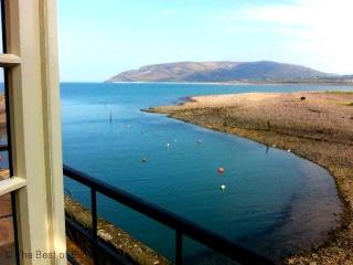Harbour House Apartment, Porlock Weir - Delightful apartment overlooking the harbour - sleeps 4 in 2 bedrooms