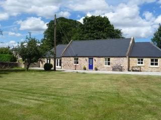 The Old Smithy, Kelso, 3 beds, 2 baths, sleeps 6 + 2 (bed settee in lounge area)