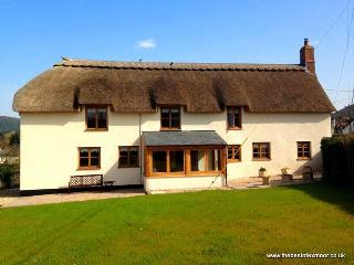 Splatt Barn, Porlock - Beautiful Country Cottage - Exmoor National Park - Sea Views - Sleeps 4