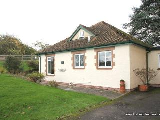 The Bramleys, Old Cleeve - Sleeps 4 - Peaceful rural location - Edge of Exmoor - Near the coast, Minehead