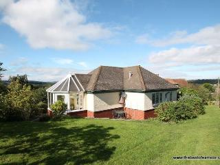 The Pippins, Old Cleeve - Sleeps 2 - Peaceful rural location - Edge of Exmoor - Near the coast, Minehead