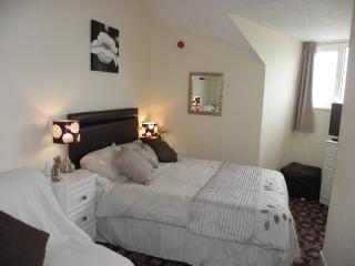 Sea-Cote Holiday Apartment  5(FAMILY NOT 3 ADULTS), Blackpool