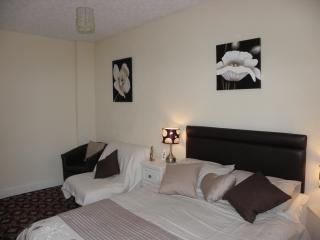 Double bed with single bed settee in lounge