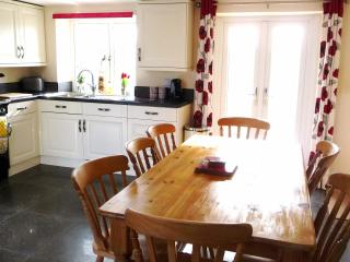 River Cottage, Kelso, 3 Beds, 1.5 baths 2-8 person