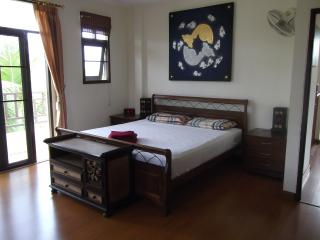 Master Bedroom, with en-suite. Aircon, fan, bedsite cabinets and soft lights