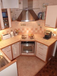 Fully Equiped Kitchen, including coffee machine, ovewn, stovetop, dishwasher, etc.