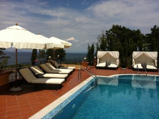 2 bed apartment in luxury hotel style complex - pool, spa, gym and private beach