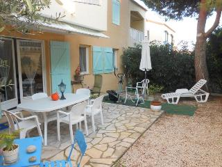 Charming 2 Bedroom Apartment with a Hot Tub and Garden, Six-Fours-les-Plages