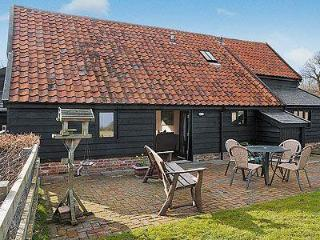 WOODSIDE BARN COTTAGES, Saxmundham