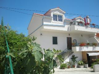 Studio apartment Viktorija for 2 pax in Seget Vranjica near TROGIR