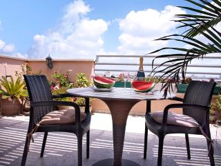 2 rooms penthouse near sea, Bat Yam