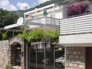 Appartments at Villa with swimming pool in Budva at Adriatic sea - singl, dowble
