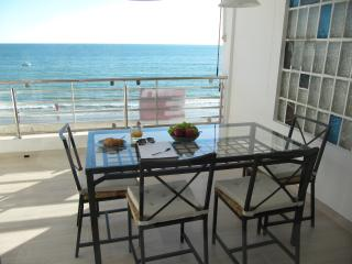 Apartment on the beach with wonderfull sea view.