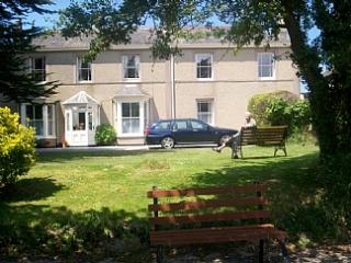 COASTAL - 4 BERTH HOLIDAY APARTMENT with free WiFi, Hayle