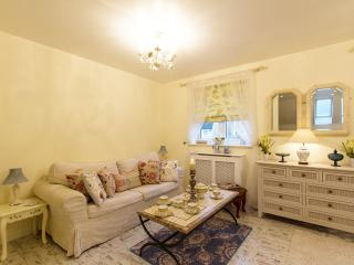 COACHOUSE Self Catering for 6, Witney
