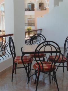 A family sized table & chairs for those relaxing meal times.