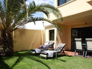 Apt with private garden, 500m from the beach