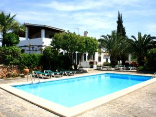 GREAT VILLA WITH POOL & GARDENS