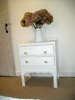 Shabby chic furnishings