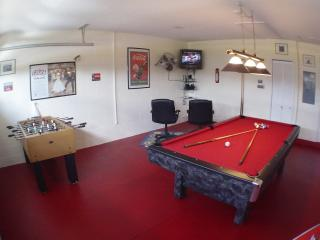 Superb, Upgraded Pool Home with Games Room, Clermont