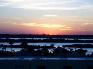 METICULOUS TOP FLOOR OCEANFRONT CONDO, Daytona Beach