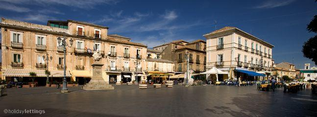 Pizzo Town Square. Cafes Pizzerias and of course Ice Cream!