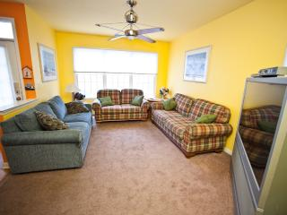 Large Living Room with Plenty of Seating!