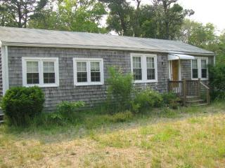 3-bedr.Cottage, Walk to Beach, Central Air, South Yarmouth