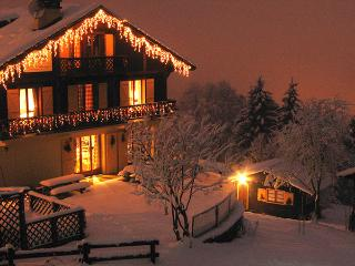 The perfect ski in, ski out chalet with hot tub, sauna and log fire