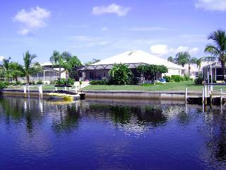 Luxury waterfront home, boat dock, pool, bar., Punta Gorda