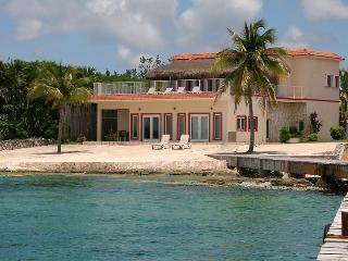 Villa Debra - Luxury ON the Beach, Cozumel