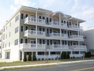 ~OCEANFRONT TOP FLOOR CONDO WITH POOL~, Wildwood Crest