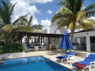 Beautiful beachfront house, Progreso