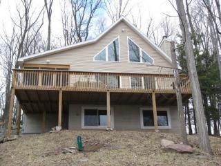 Pocono House for RENT 3 bds/3 bths, Ground floor, Lake Ariel