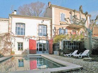 1 bedroom holiday apartment in delightful house, peacefully located not far from historic centre of Avignon
