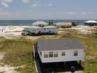 Island Haus II - Nice Beach-side Cottage at an extremely affordable price! Bright, clean, just 3 hou, Dauphin Island
