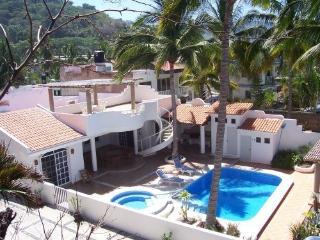 Pacific Oceanfront Private Villa Pool Jacuzzi WiFi, La Peñita de Jaltemba